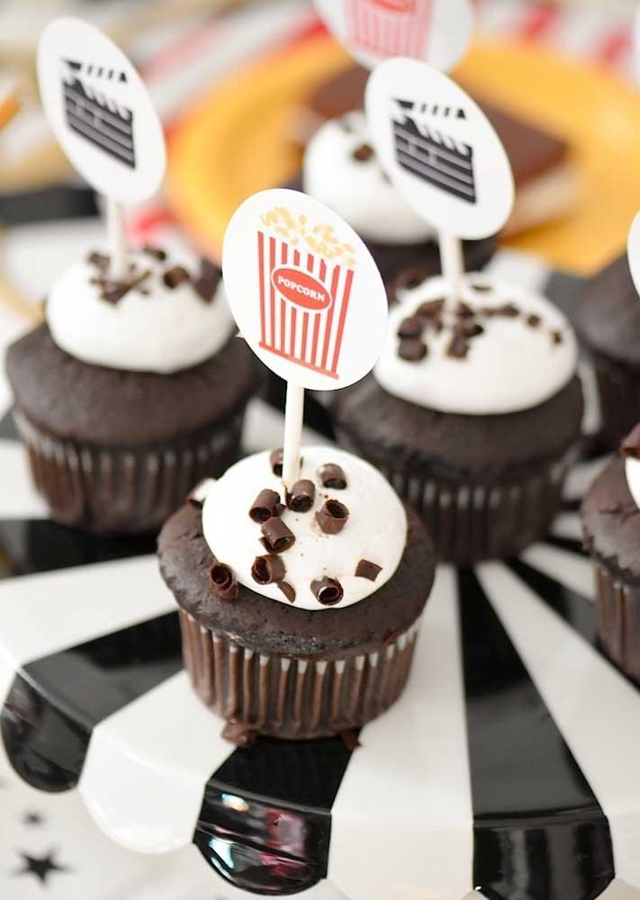 Cupcakes de chocolate: opção simples e barata para a festa cinema