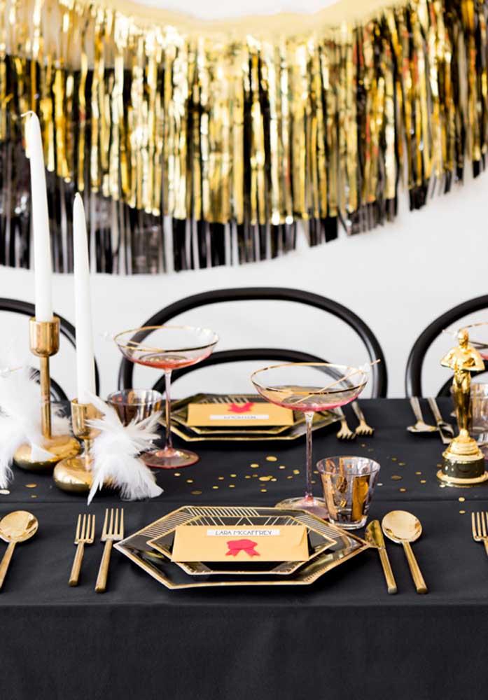E na hora do jantar surpreenda-os mais uma vez com uma mesa posta super elegante