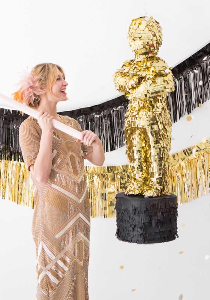 Também tem diversão na festa cinema! Ao invés da pichorra tradicional, foi usada uma estatueta de Oscar em tamanho grande
