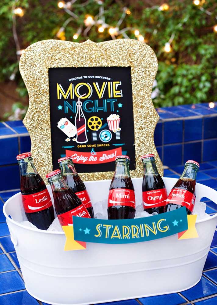 Um cantinho especial para as bebidas da festa cinema