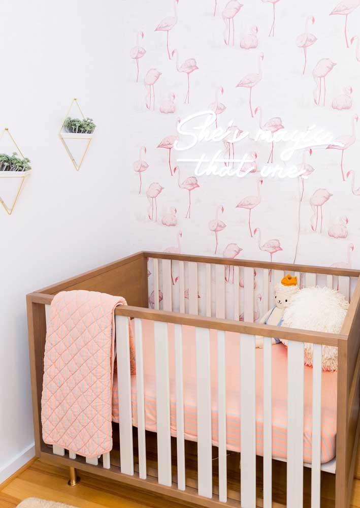 O quartinho do bebê também fica lindo com um letreiro de neon. Cuidado apenas para escolher uma tonalidade que não atrapalhe o descanso da criança