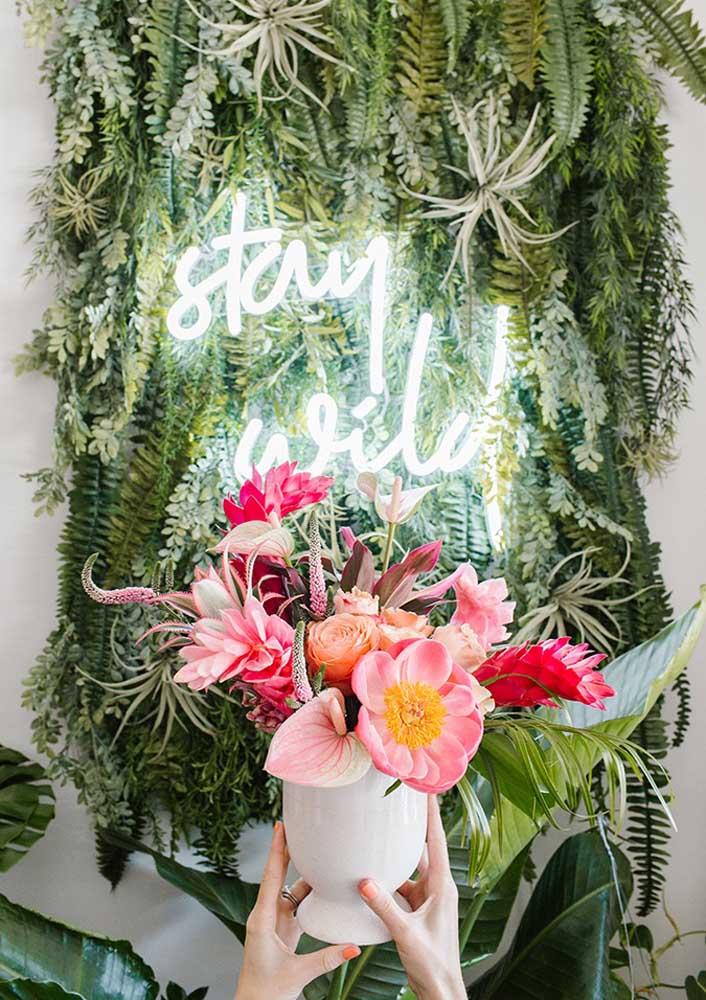 Neon e flores: uma ótima pedida para decorações de casamento
