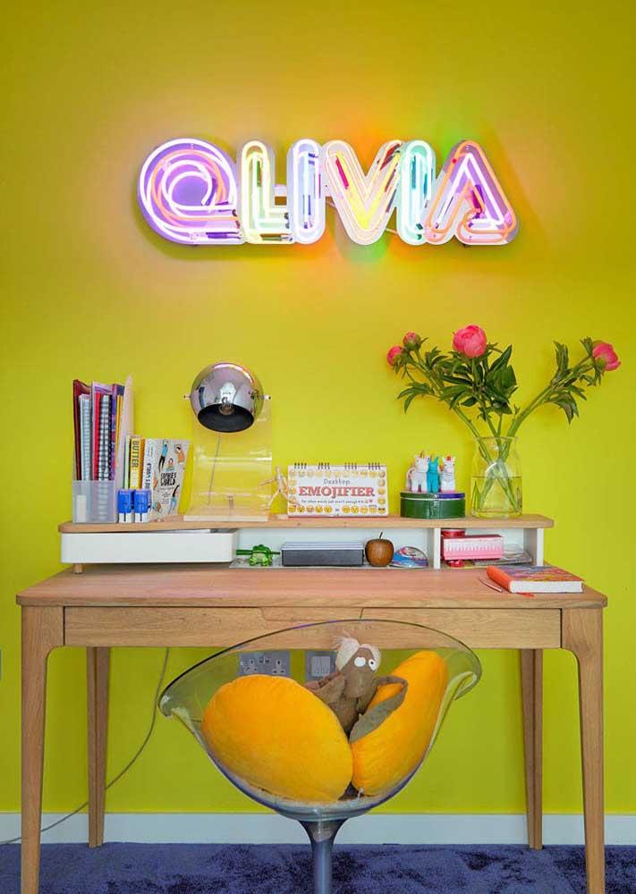 Melhore o humor do local de trabalho com um letreiro neon colorido
