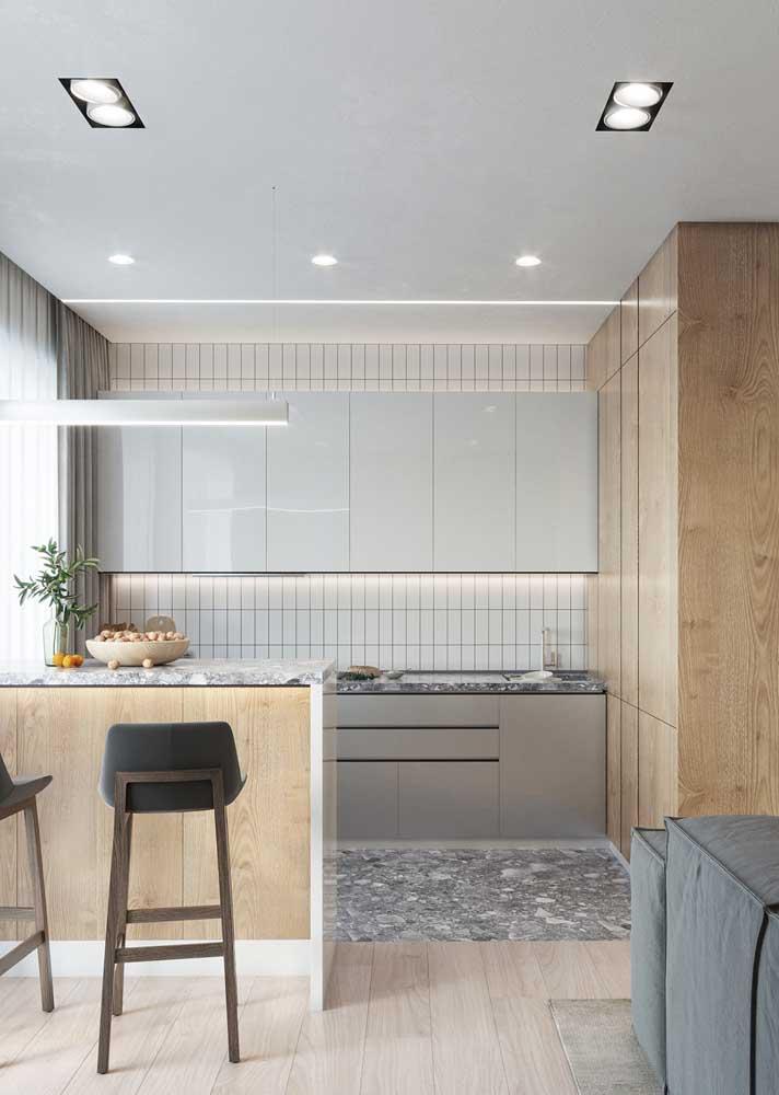 Cozinha clean e moderna com piso de granilite cinza