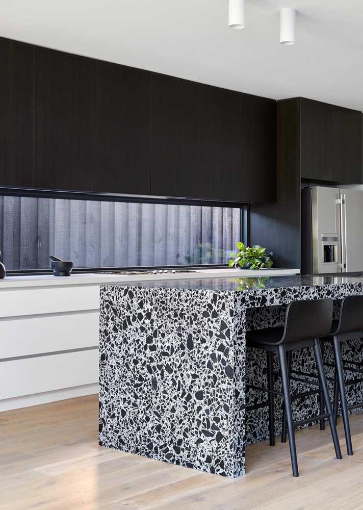 Bancada de granilite branco e preto combinando com a cor dos armários