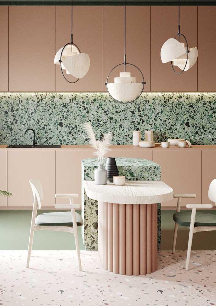 Já para a cozinha cor de rosa não poderia haver opção melhor de granilite do que o verde