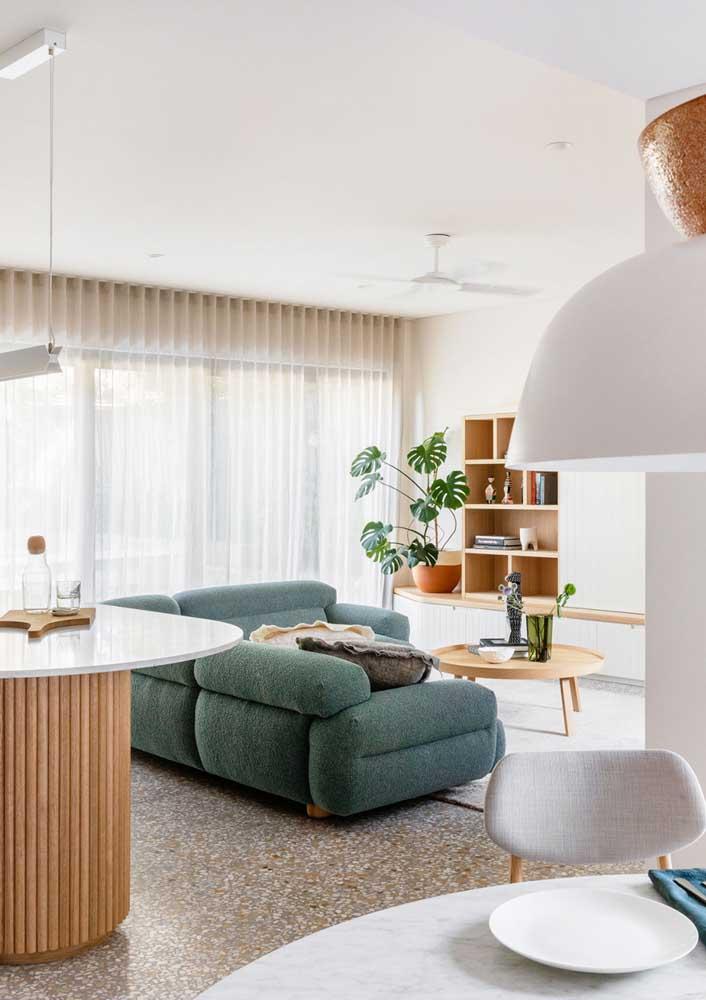 Granilite marrom para conversar com a madeira dos móveis