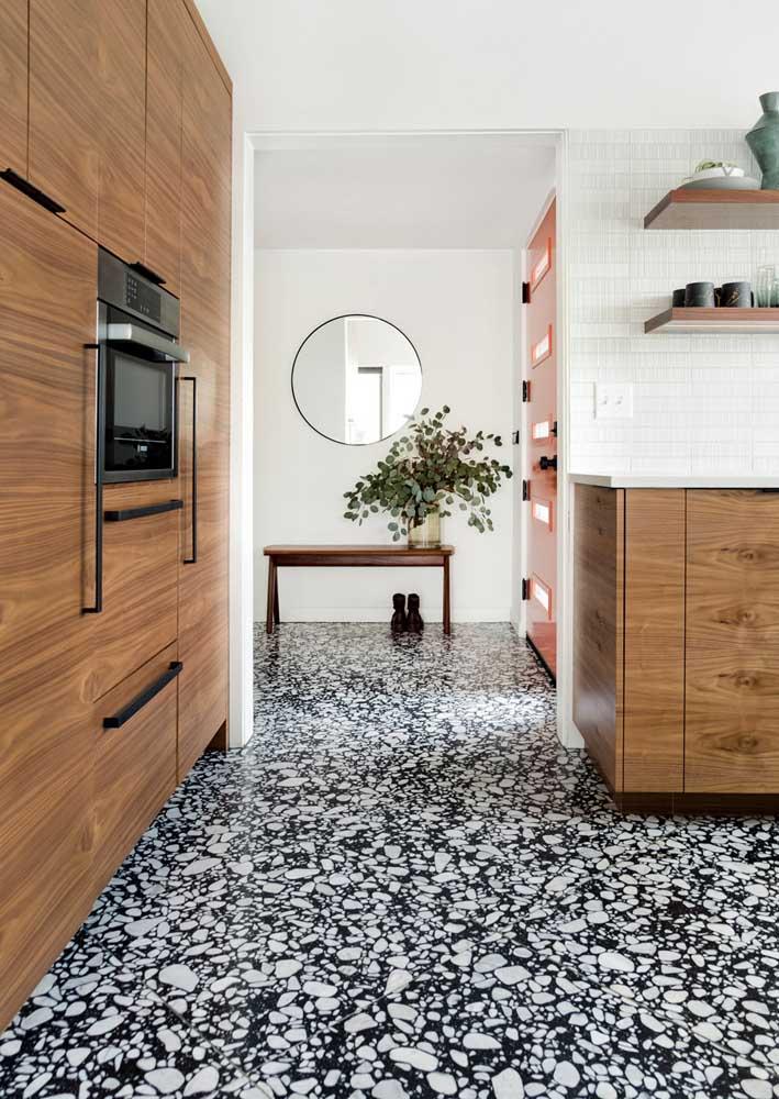 Piso de granilite preto e branco para cobrir todo o chão da casa