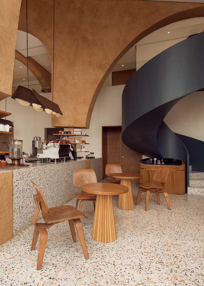 Bar e lanchonete com piso de granilite. A vantagem aqui é a alta resistência e durabilidade