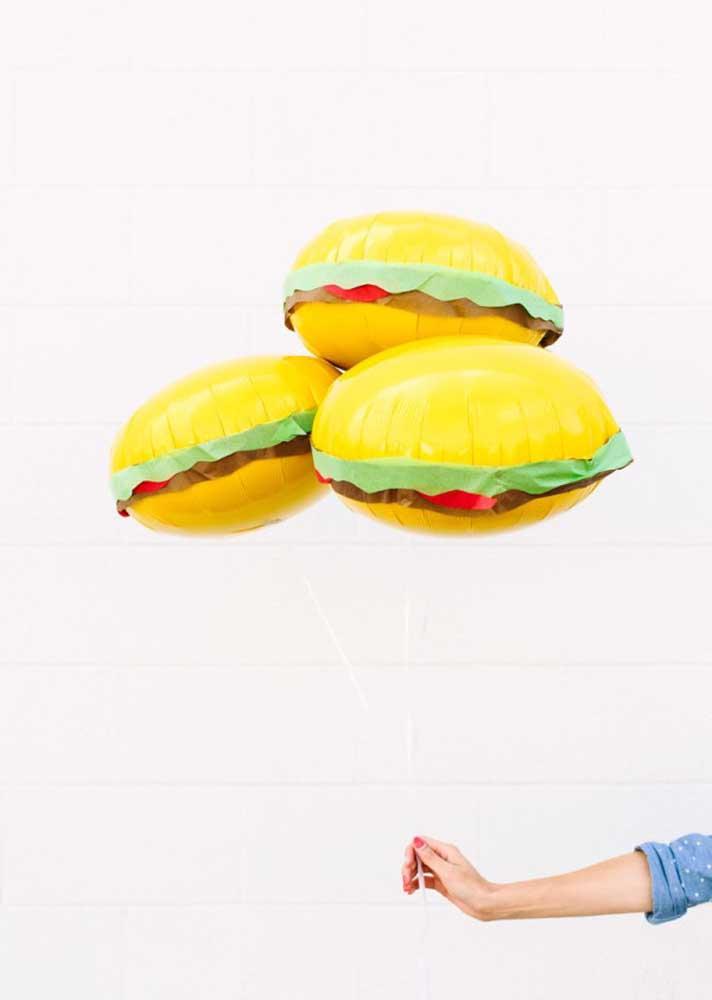 Que tal decorar a noite do hambúrguer com balões temáticos?
