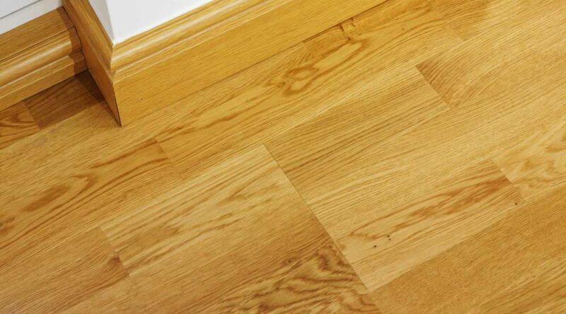 Como limpar piso laminado: veja dicas essenciais e passo a passo