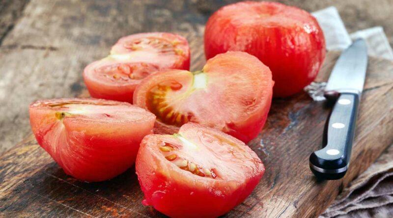 Como tirar pele de tomate: veja o passo a passo prático e fácil