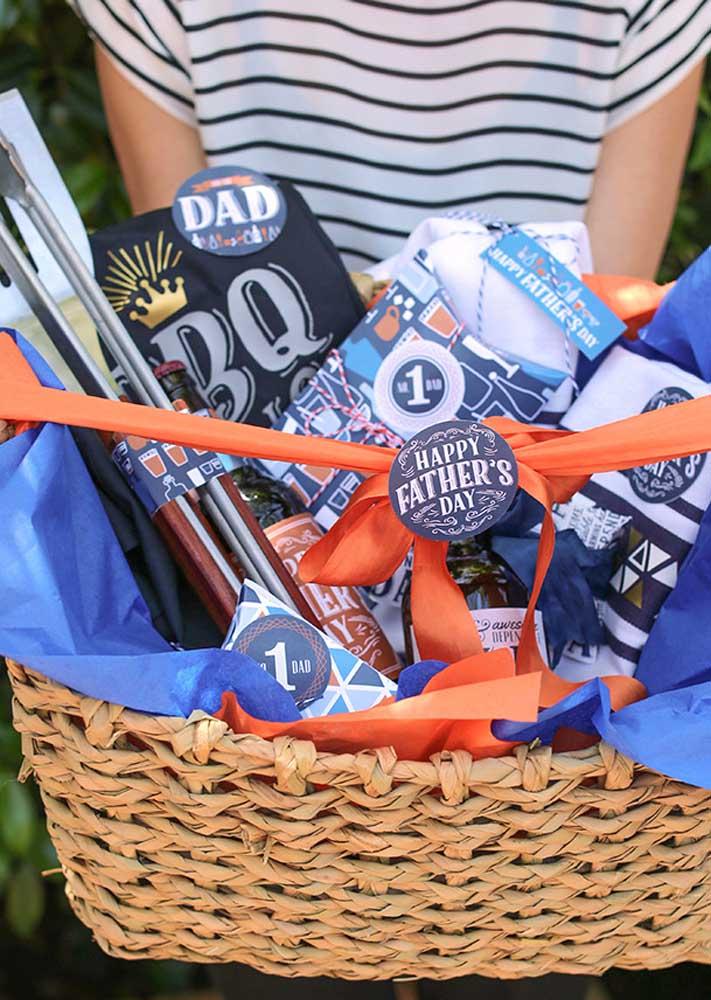 Presente para o dia dos pais: kit churrasco na cesta rústica