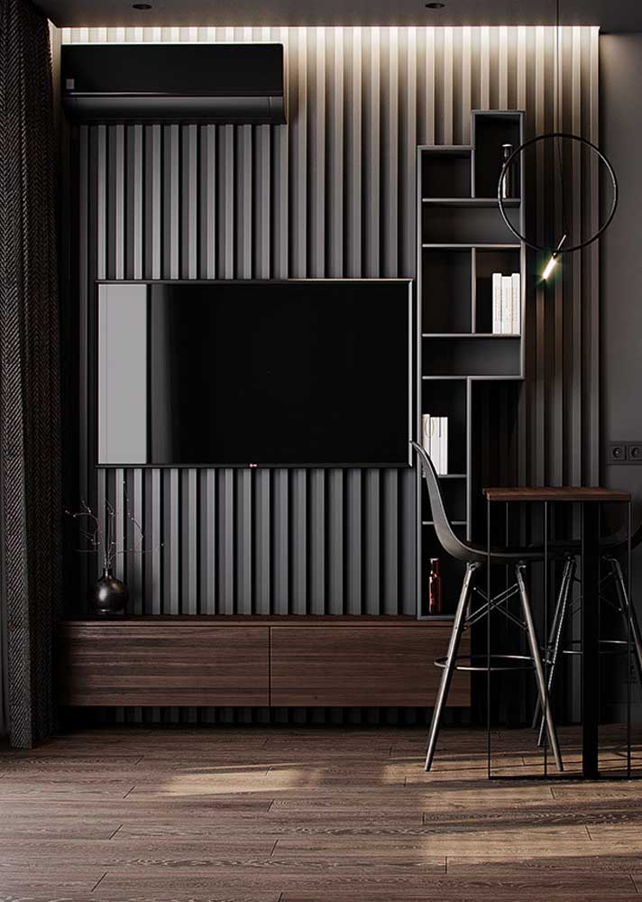 Sala preta com toques de madeira. Elegância sob medida!