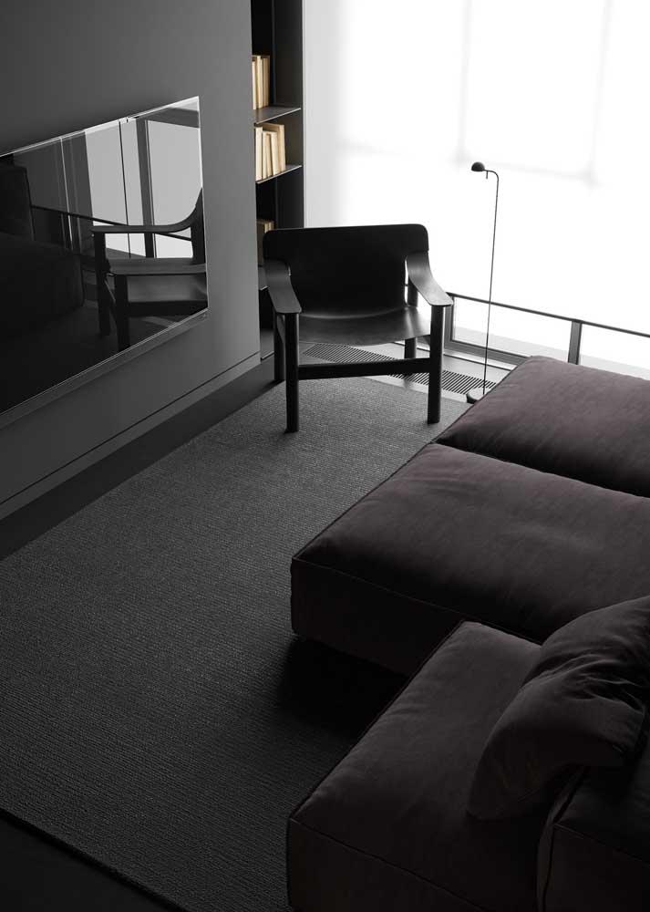 Use preto para acentuar o projeto moderno da sala