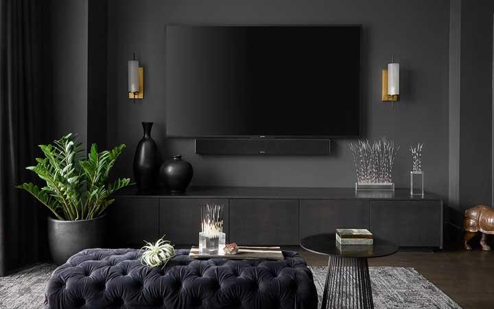 Sala preta: como decorar, dicas essenciais e 40 fotos inspiradoras