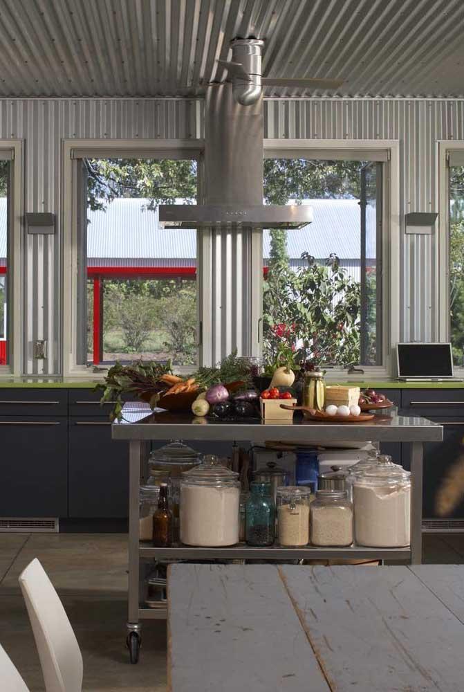 E se a ideia é promover a temperatura perfeita dentro de casa, use a telha sanduíche nas paredes e no teto