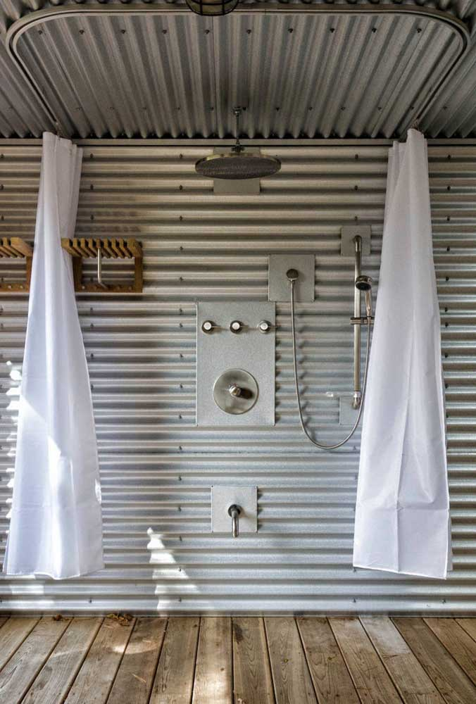 No banheiro, a telha sanduíche controla temperatura, umidade e ruídos