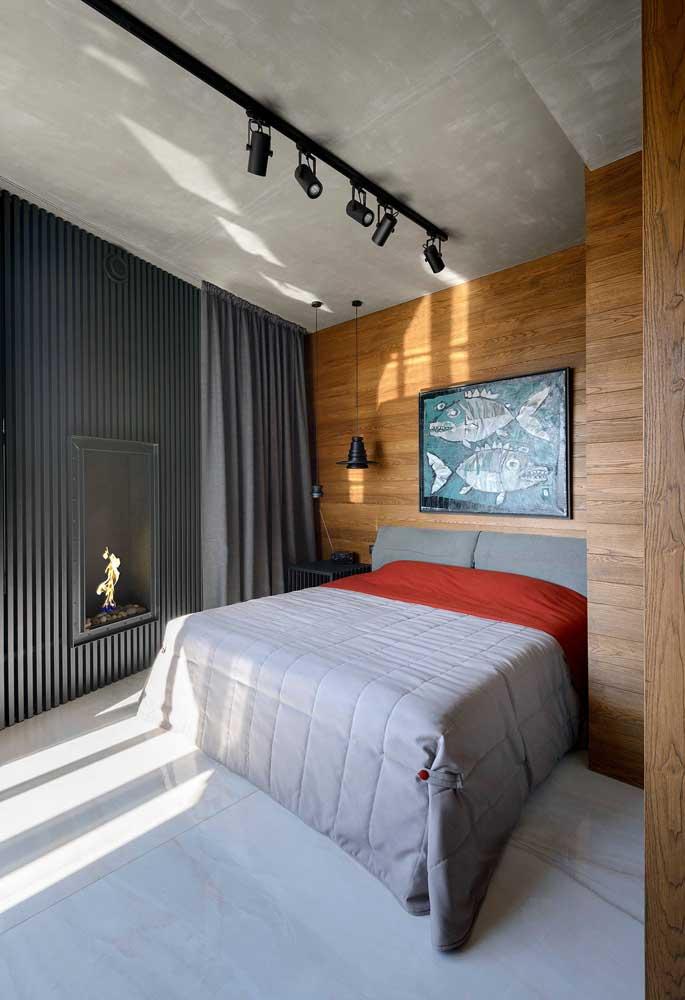 Um arraso esse quarto de casal com parede revestida com telha sanduíche