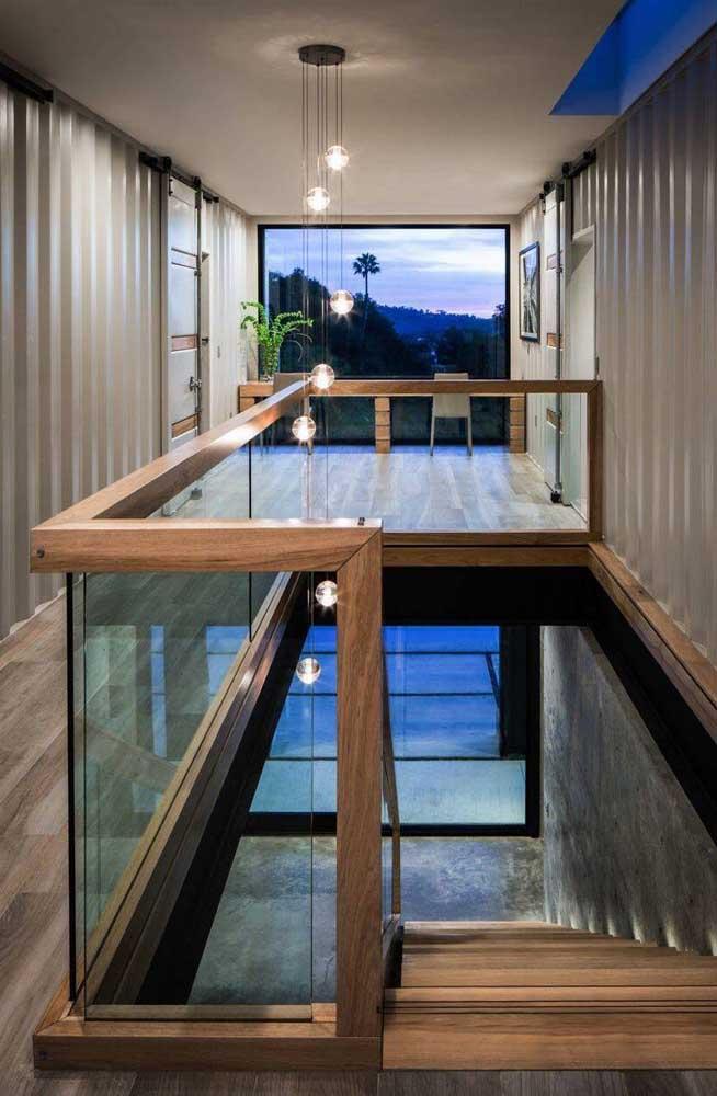 E para quem acha que uma casa clássica e elegante não combina com a telha sanduíche precisa ver esse projeto