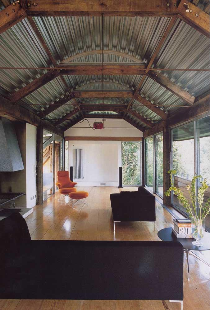 A telha sanduiche também é perfeita para telhados curvos