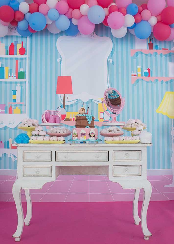 Festa infantil Spa Day: a mesa do bolo é um mini salão de beleza
