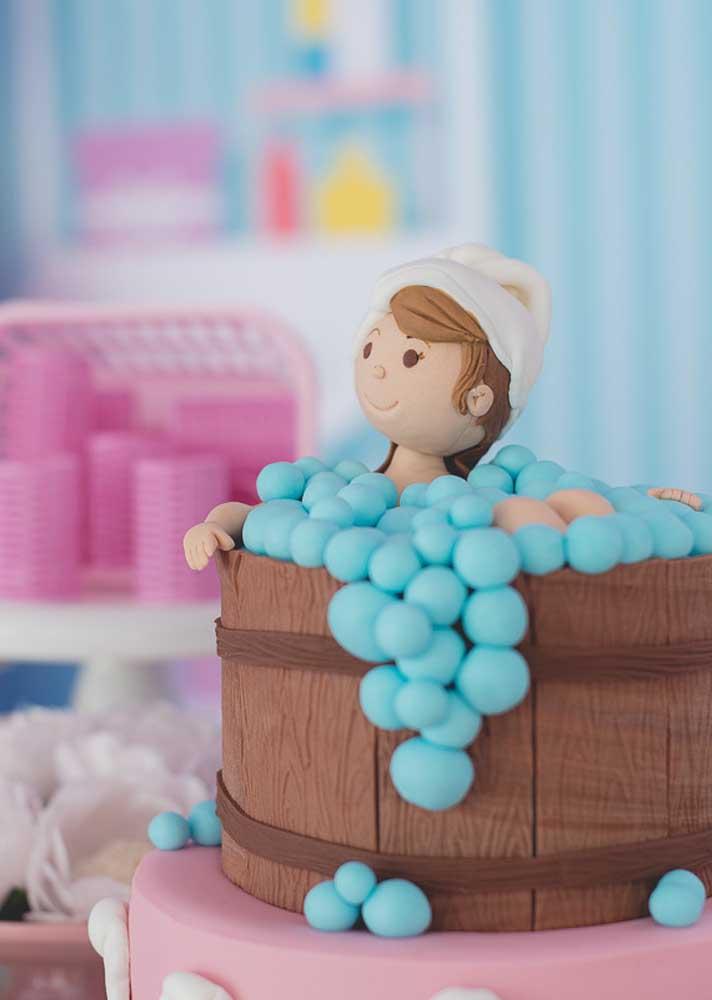 Já o destaque do bolo fica por conta do banho de banheira
