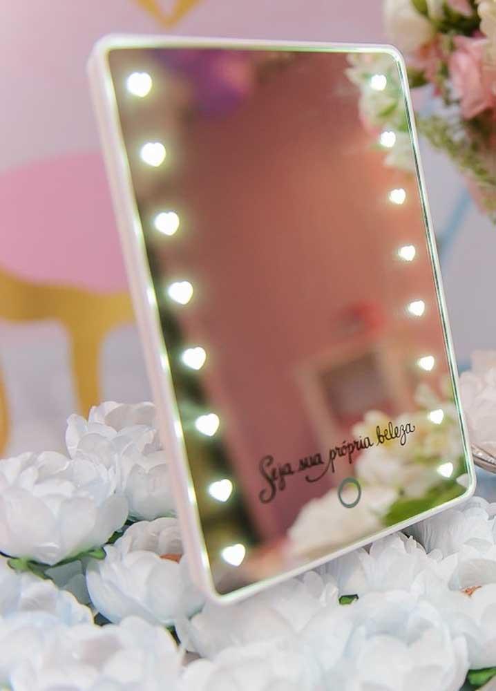 O espelho cuida da beleza de fora e a mensagem sobre ele ajuda a cuidar da beleza de dentro