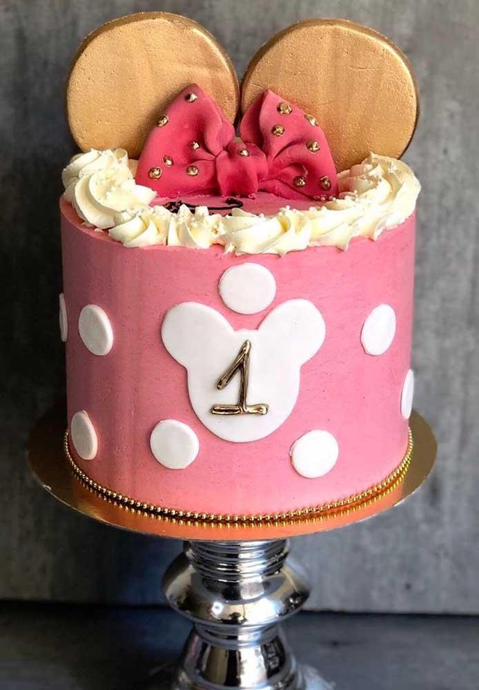 Na dúvida entre um bolo da Minnie rosa ou vermelho? Use as duas cores!