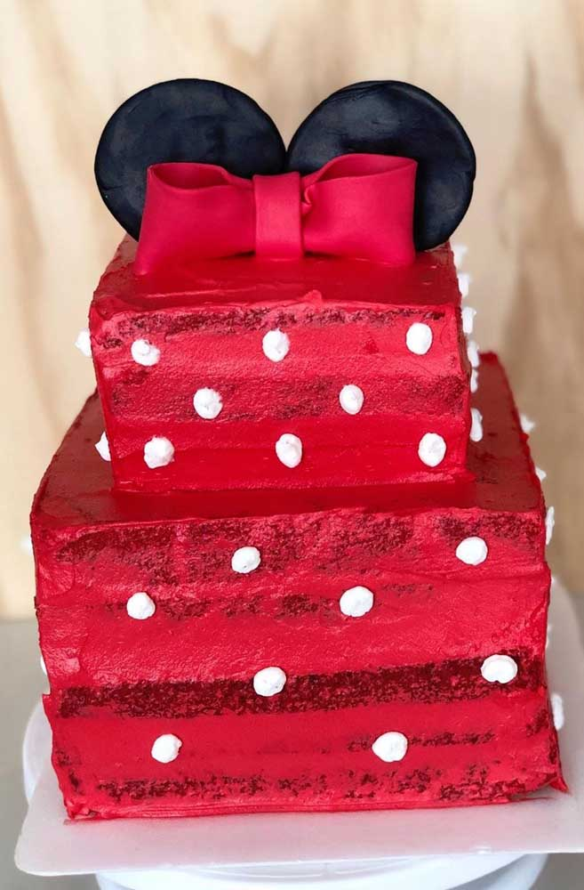 Bolo da Minnie quadrado, vermelho e com poá