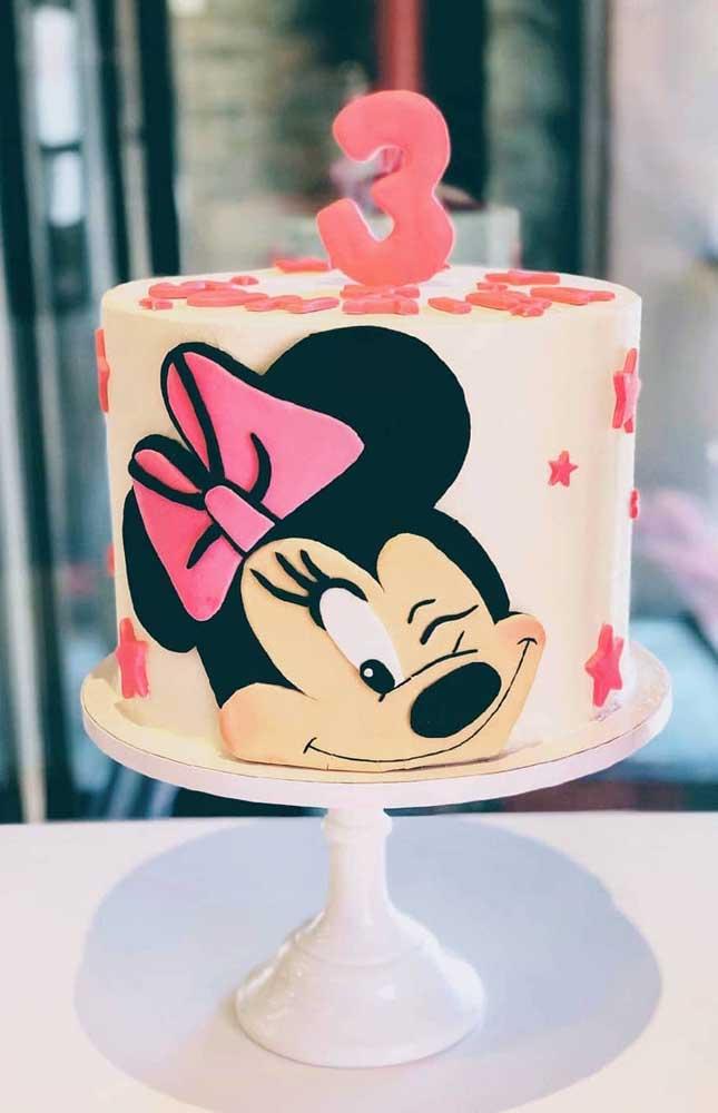 """Uma dica: faça a personagem com EVA e """"cole-a"""" no bolo"""