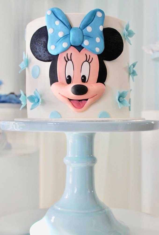 Que tal usar azul na decoração do bolo da Minnie?