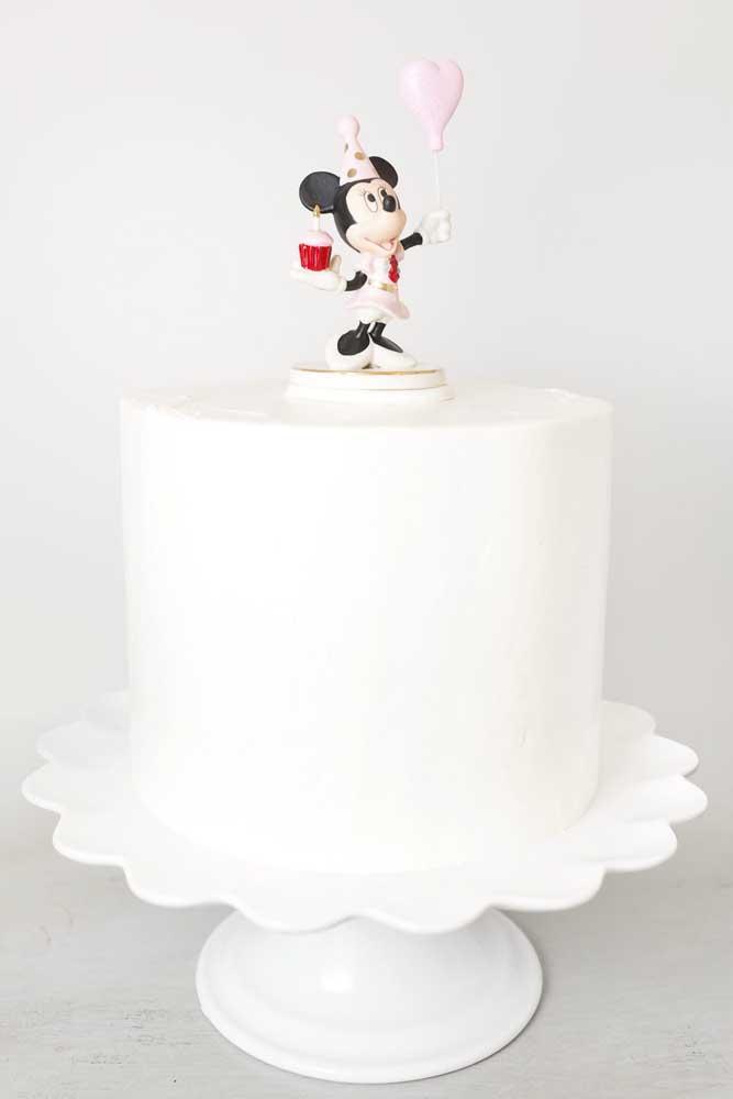 E o que acha de um bolo da Minnie todo branquinho?