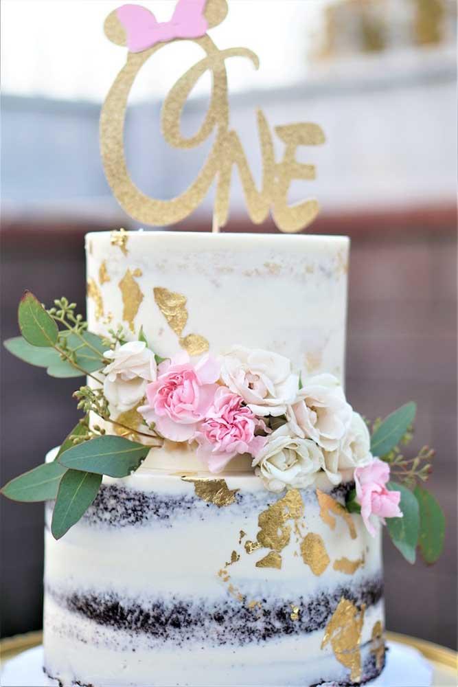 Pra lá de elegante e refinado esse naked cake da Minnie