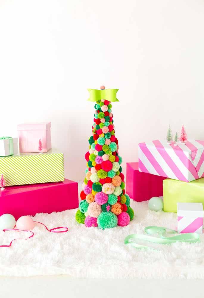 Árvore de Natal feita com pompons. Uma linda ideia!