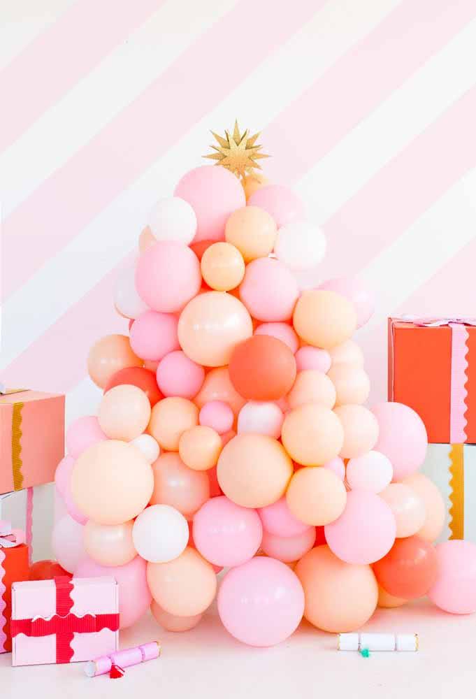 Árvore de Natal com bexigas. Fácil e prático para montar e desmontar.