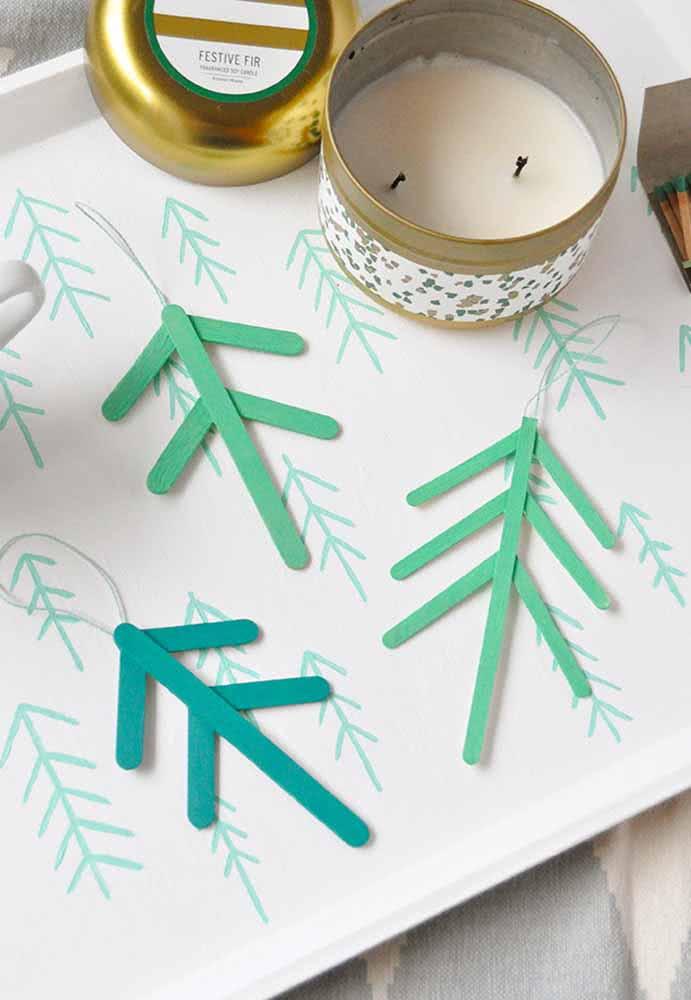 Palitinhos de sorvete para complementar a decoração de Natal.