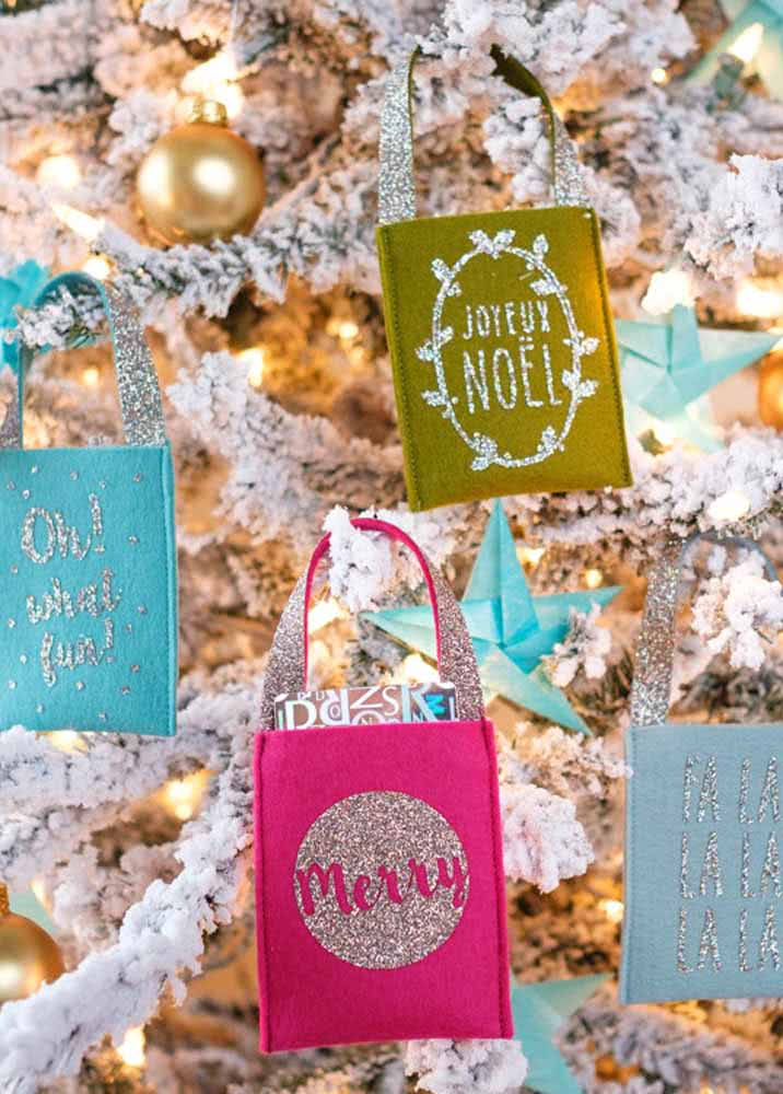 Cestinhas personalizadas para pendurar na árvore de Natal.