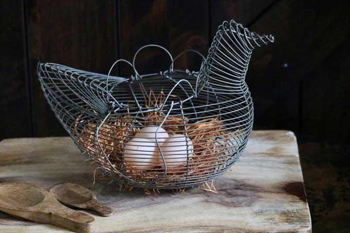 Cesta aramada de ovos