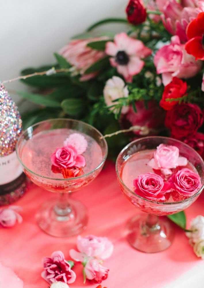 Ah, as flores! Elas sempre deixam tudo mais românticos!