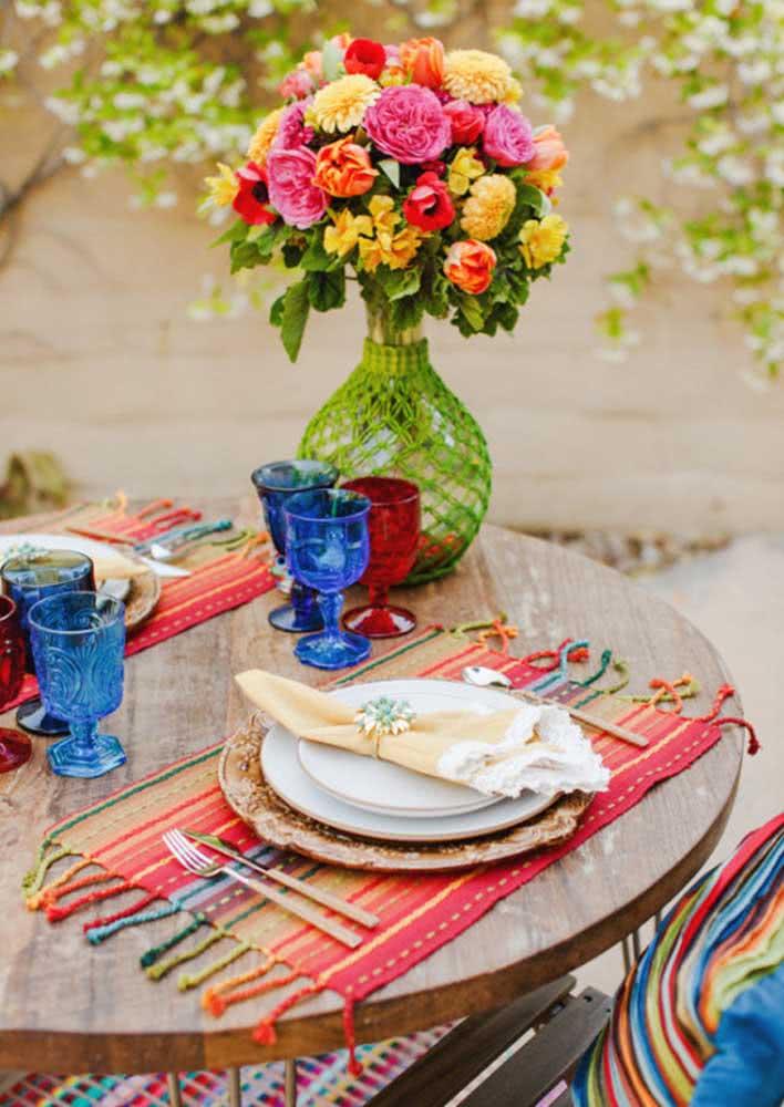 Para a mesa posta um colorido elegante