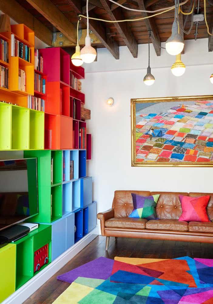 Nichos multicoloridos para uma sala bem descontraída