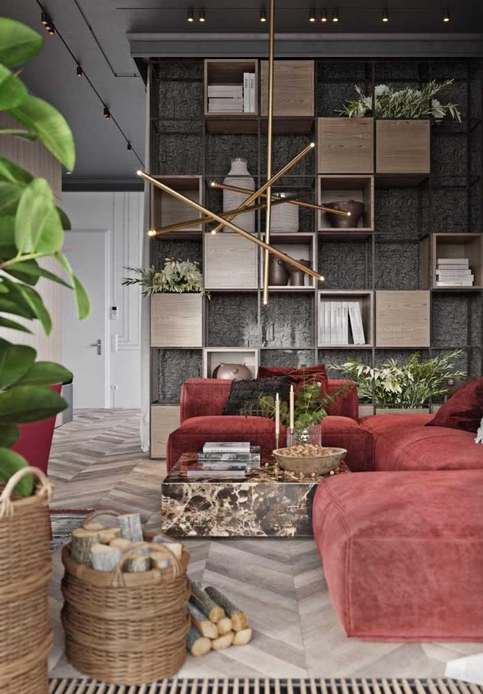 Estante de metal com nichos de madeira: queridinha dos projetos modernos