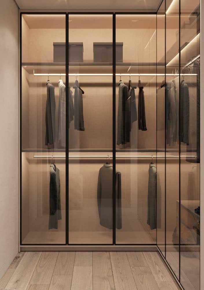 Que tal um guarda-roupa de vidro?