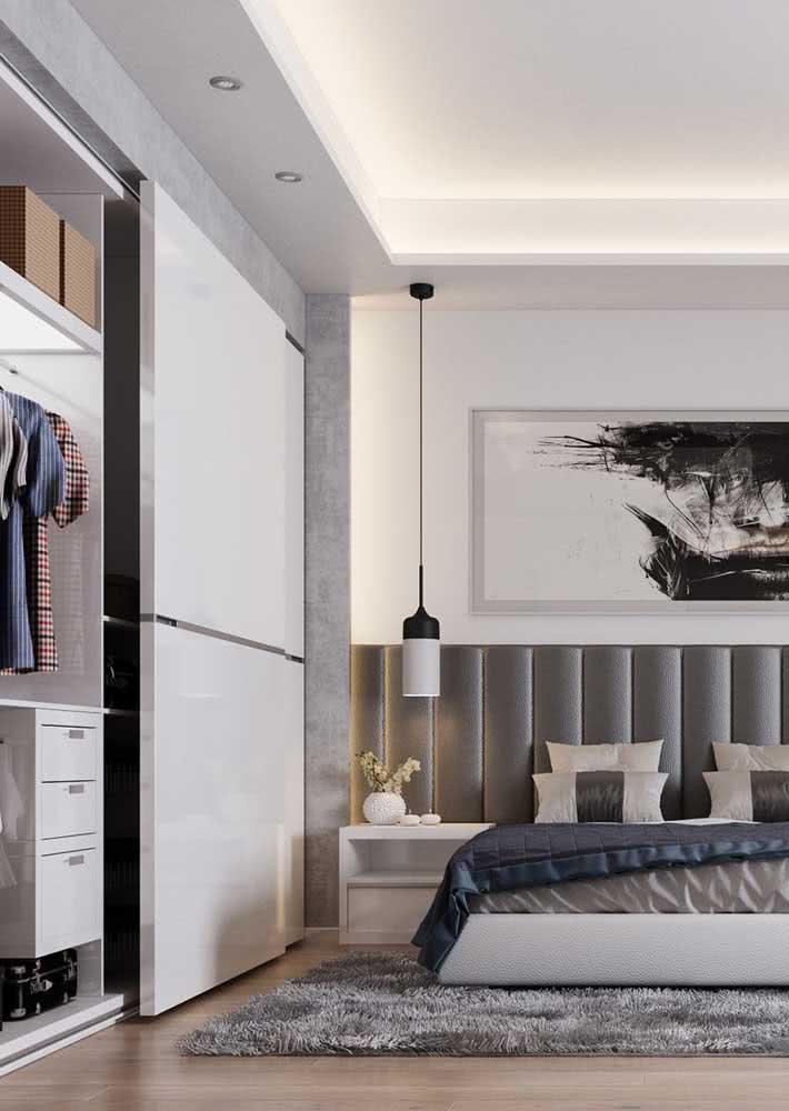 As portas de correr otimizam a área útil do quarto