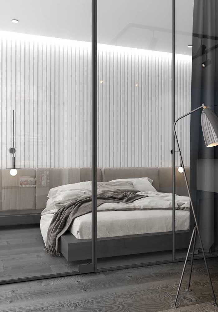 Guarda-roupa de casal com espelho combinando com a decor do quarto
