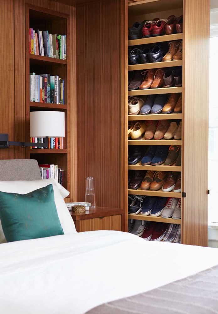 Guarda-roupa, sapatos e livros