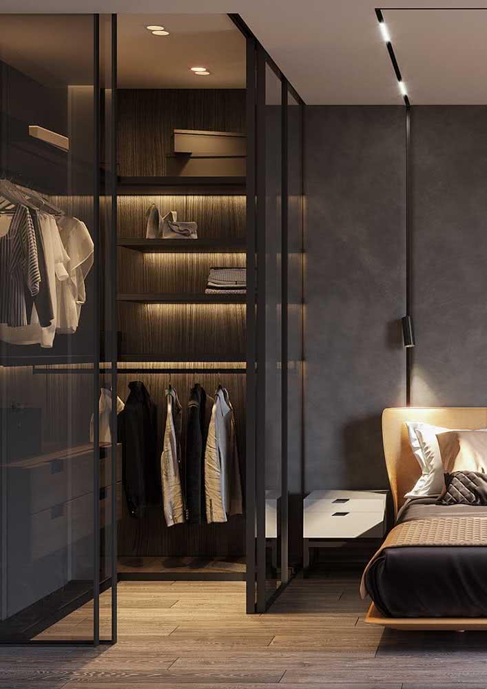 Um closet no lugar do guarda-roupa