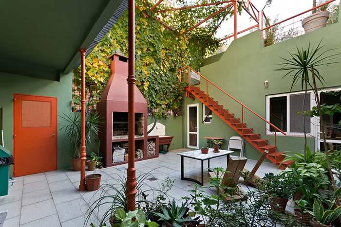 Neste exemplo, a área externa da casa foi pintada com a cor verde pistache