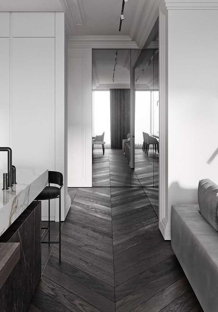 Piso de madeira para o ambiente moderno e integrado